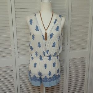 Kendall & Kylie Flowy White and blue romper.